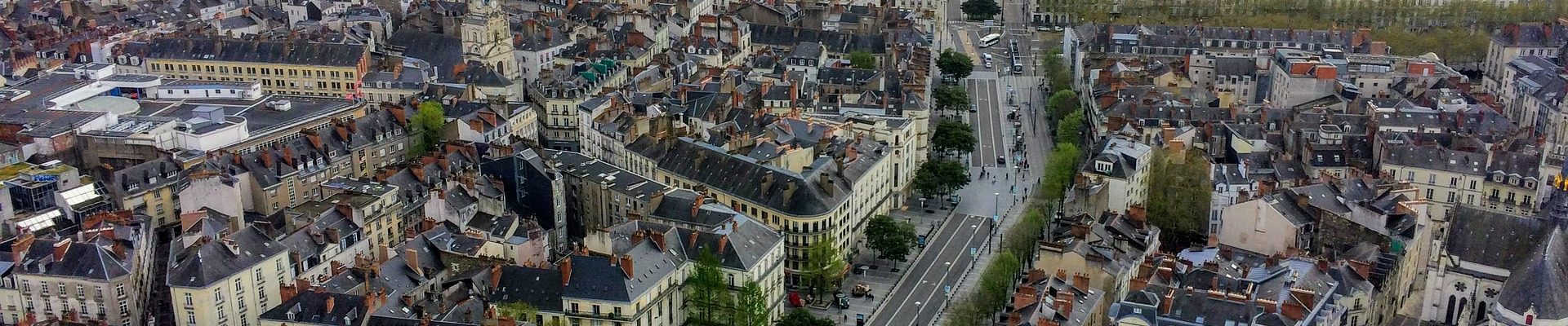 une vue aérienne de la ville de Nantes