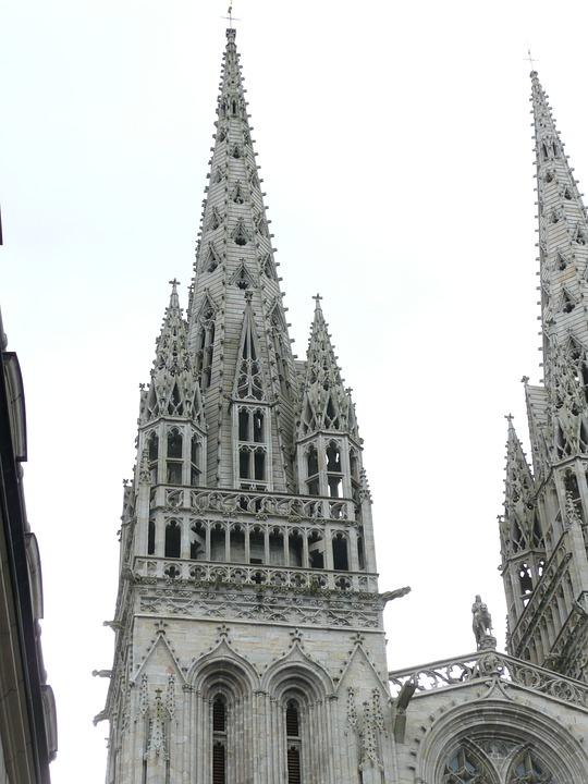 Flèche cathédrale St-Corentin à Quimper en Bretagne