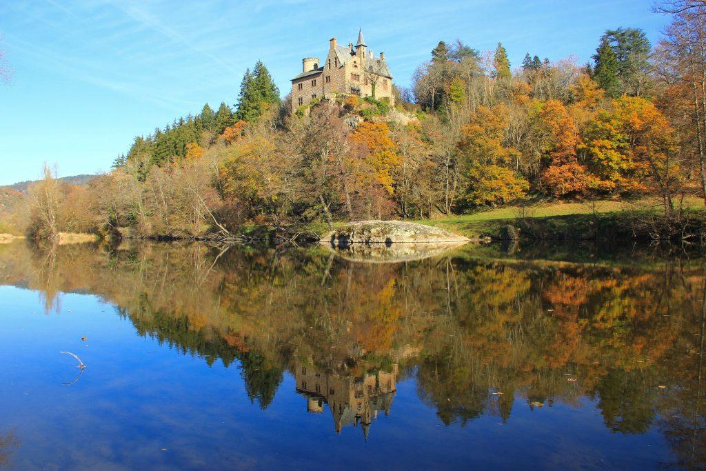 Château perché sur une colline dans la vallée de la Loire